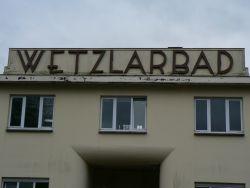 Wetzlarbad, das in den Augen der Gäste der Veranstaltung von allen Vorschlägen das Gebäude, mit der interessantesten Bausubstanz ist.